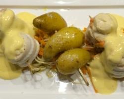 Roulades de filets de soles sur julienne de poireaux/carottes, pdt grenailles