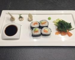 Maki, sashimi et mayonnaise de dashi