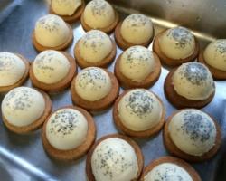Biscuit sablé, mousse de chocolat blanc glacée