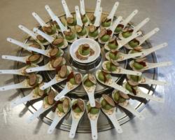 Mousse d'anguille fumée, gelée de pois, chips de salsifis, chapelure de jambon italien