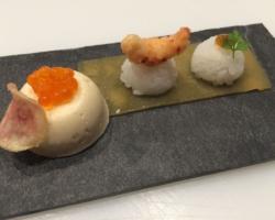 Sushis/écrevisse et compote de soja, bouchée glacée à la mousse de hareng