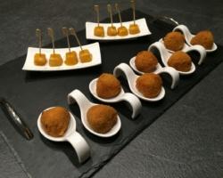 Cromesquis de canard confit et sucette mangue/foie gras