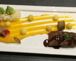 Filet d'agneau, butternut, romanesco, chicon, chips de betterave