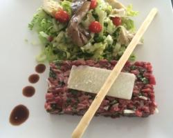 Tartare au couteau à l'italienne (boeuf/huile de truffe/roquette)