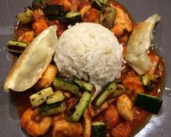 Scampis, raviolis chinois, légumes du soleil, riz