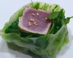 Rouleau de printemps de mi-cuit/ wakamé/ coriandre/ sésame