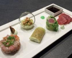 Tartare de thon rouge, Rouleau de printemps de thon, sashimi & Soja, cannelloni de concombre aux crevettes, crème de wasabi
