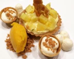 tartelette sablée à la mousse de citron, ananas infusé (menthe & verveine), mousse de chocolat blanc, sorbet mangue, nougatine