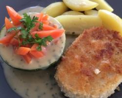 Mousseline de volaille panée au panko, courgette/carottes, sauce crème estragon
