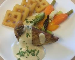 Filet de pintade, carottes/asperges, sauce artichaud/estragon