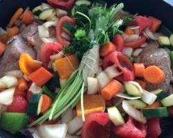 Agneau, légumes, bouquet garni