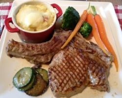 Côte de veau, gratins, légumes