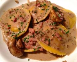 Raviolis de faisan/cèpes, lardons jus de cèpes crémé