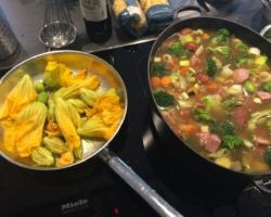 img_3242-Fleurs de cougettes poêlée au beurre (divin), bouillon de légumes