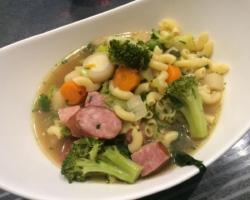 Bouillon de légumes at saucisse de Morteau