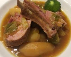 Cochon de lait & saucisse de Morteau / choux de Bruxelles / pdt / oignons / aïl / patissons