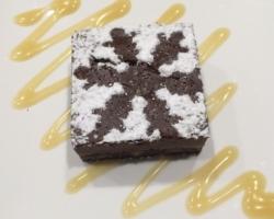 Brownie au chocolat et noix de pécan, caramel beurre salé