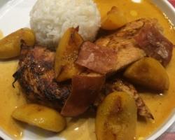 Chevreuil, pêches roties, réduction de jus d'orange/gingembre, riz