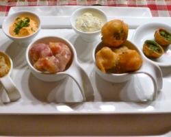 Calamares/chorizo, scampis lardés, beignet de chou-fleur
