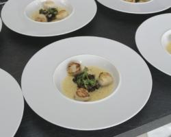 St-Jacques aux endives caramélisées, beurre blanc corail