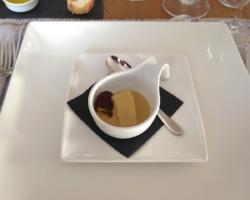 Dé de sandre sauce crème champignon, girolles